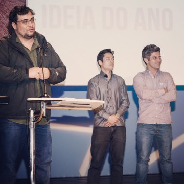 "Marco receiving the ""Idea of the Year"" award at CRIARP Festival with Alexandre Kazuo and Eduardo Boldrini"