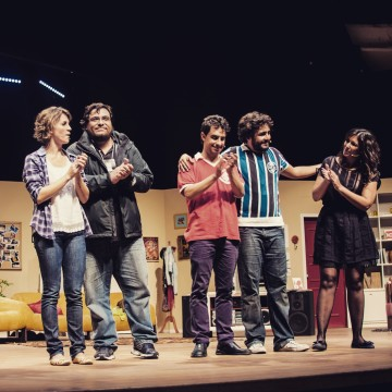 "Marco and the cast of ""Coisas que Porto Alegre Fala at the Theater"" after its premiere"